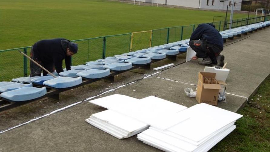 Stadion w Kobylinie prace na trybunach
