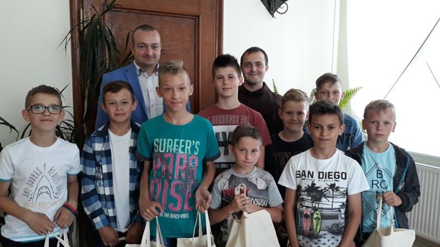 Ministranci z Klasztoru u Burmistrza