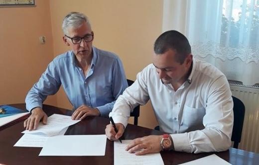 """Podpisano umowę na projekt """"Senior z inicjatywą"""""""