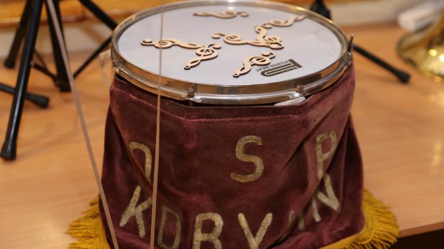 Instrument-bęben z napisem: OSP KOBYLIN