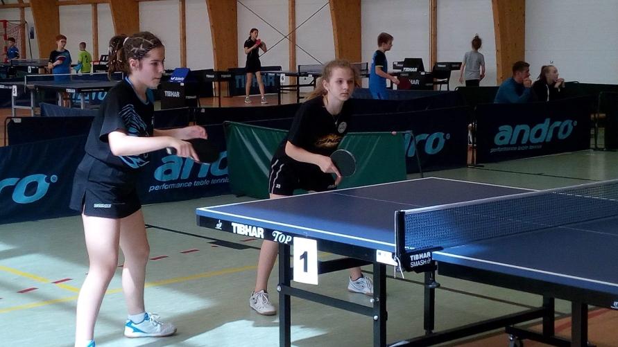 Klaudia Wachowiak gra w tenisa stołowego