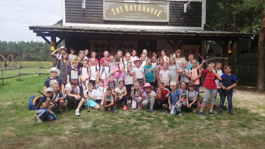 Zdjęcie grupowe z wycieczki.