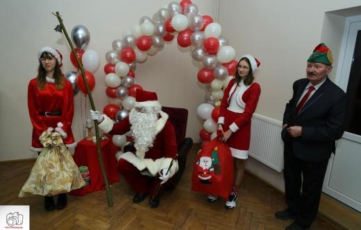 Św. Mikołaj i jego asystentki
