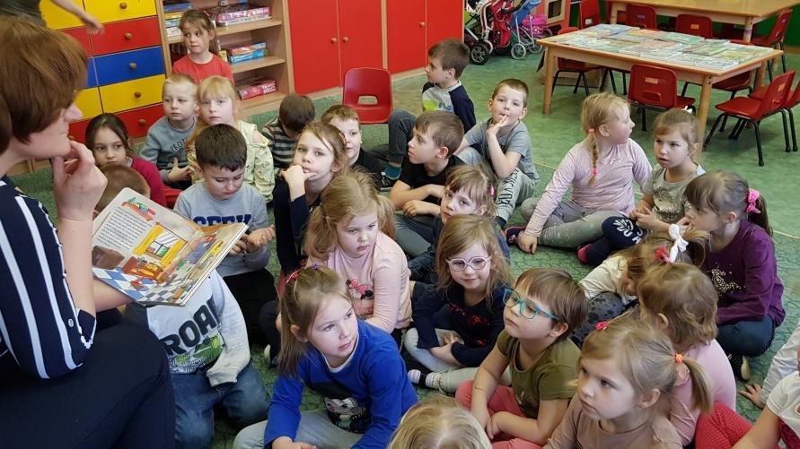 Dzieci z przedszkola w Zalesiu Wielkim