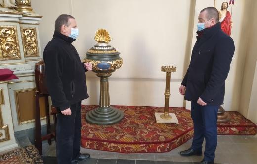 Burmistrz Tomasz Lesiński i proboszcz Janusz Giera