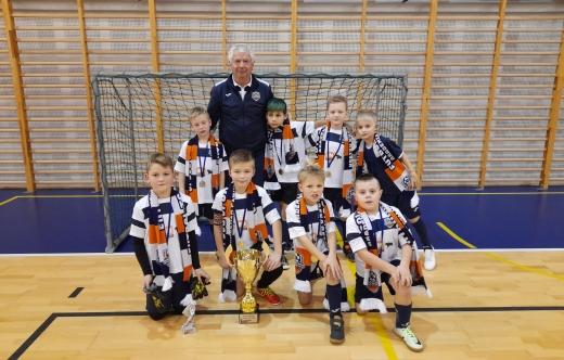 Drużyna APR Kobylin z trenerem