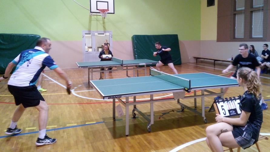 Mecz tenisa stołowego