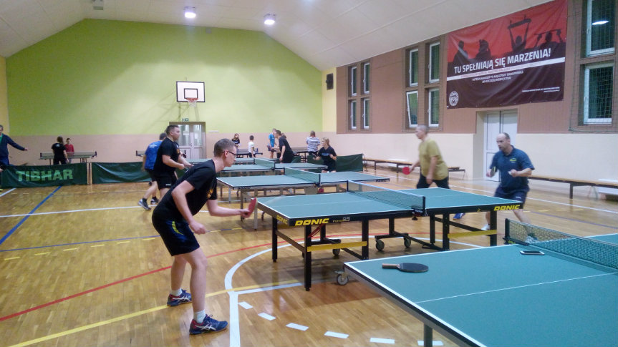 Tenisiści LKS Spółdzielca Kobylin podczas gry