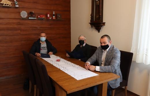 Umowa na renowację stawu w Zalesiu Małym podpisana