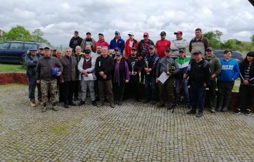 Uczestnicy zawodów wędkarskich o Pucha Przewodniczącego Rady Miasta i Gminy
