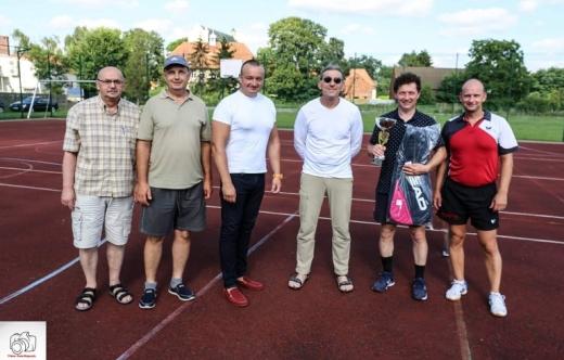 Uczestnicy Indywidualnych Mistrzostw Gminy Kobylin w tenisie ziemnym