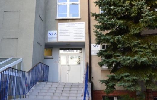 Grafika przedstawia budynek Przychodni Specjalistycznej SPZOZ w Krotoszynie przy ul. Bolewskiego 4-8 w którym będzie znajdował się punkt szczepień.